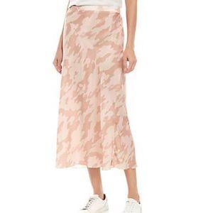 Free people Kendall camo midi skirt. NWOT SZ M